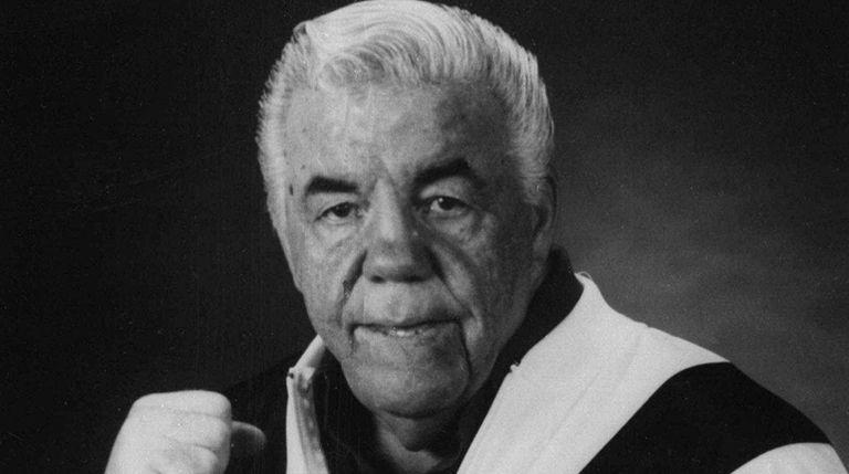 Boxing trainer Lou Duva strikes a fight pose