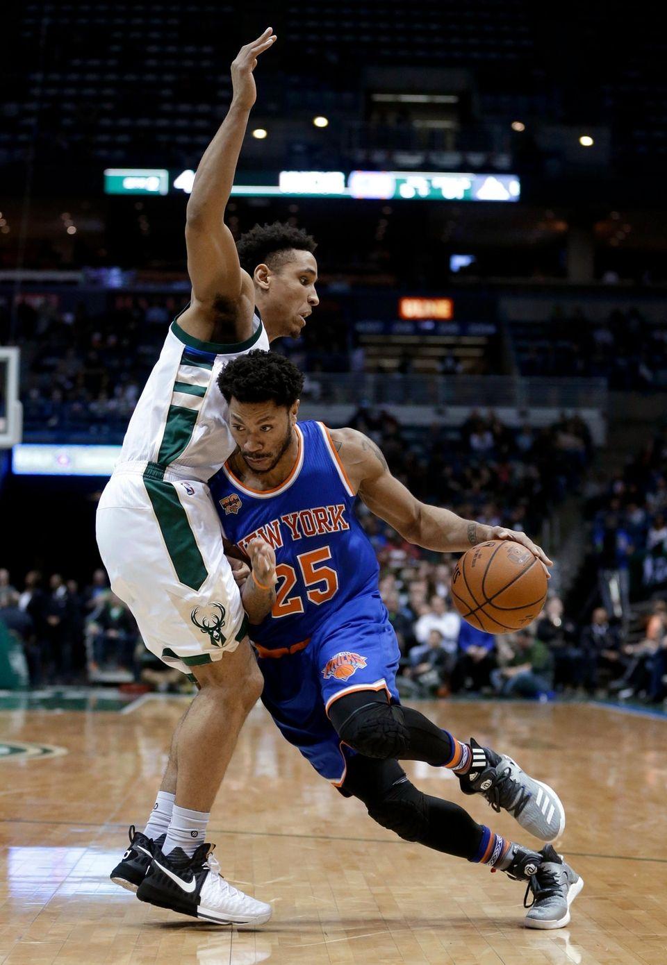 New York Knicks' Derrick Rose (25) drives to