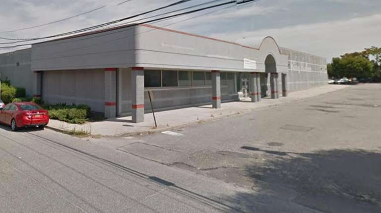 Mineola officials considering new grocery store in former King
