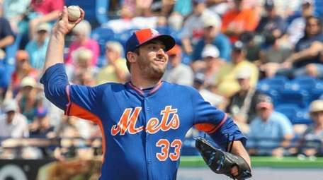 Matt Harvey pitches during the second inning of