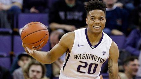 Washington's Markelle Fultz brings the ball upcourt
