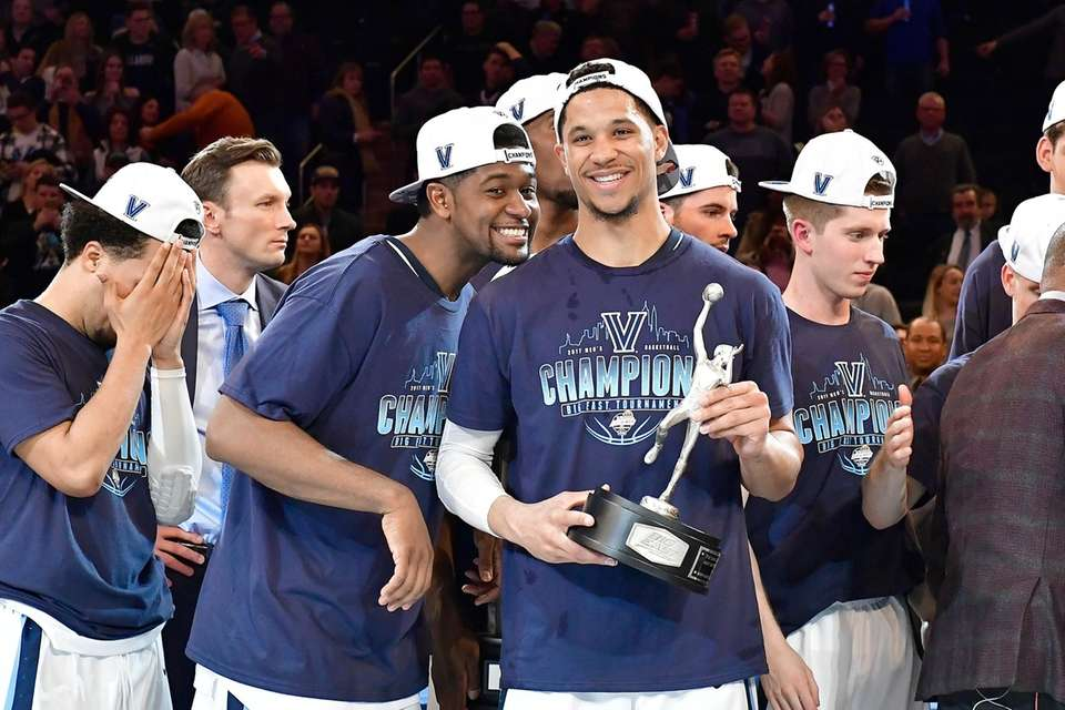 Josh Hart, right, of the Villanova Wildcats is