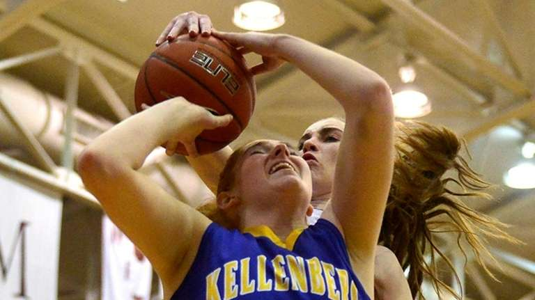 Kellenberg player Morgan Staab, #25, heads to the