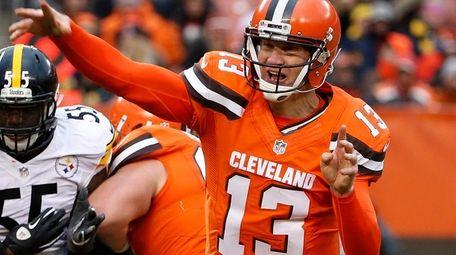 Cleveland Browns quarterback Josh McCown (13) throws a