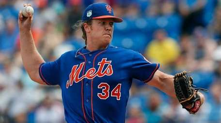 Mets starting pitcher Noah Syndergaardworks the first inning
