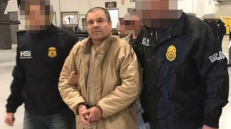 Federal agents escort alleged Mexican drug kingpin Joaquín