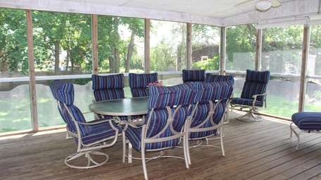 This is the screened porch on this Orient