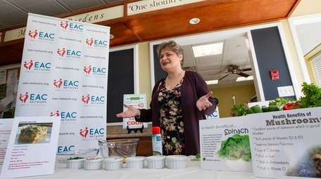 Laura Zelenka-Dufresne, a dietitian from Northwell Health, shows