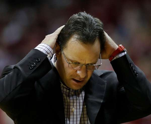 Indiana head coach Tom Crean reacts during the