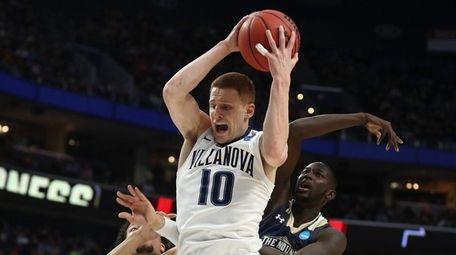 Donte DiVincenzo #10 of the Villanova Wildcats rebounds