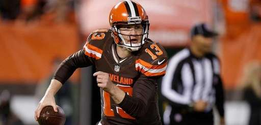 Browns' Josh McCown  looks for a receiver during