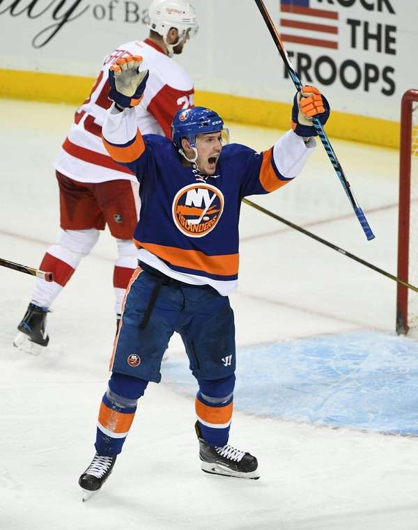 New York Islanders center Casey Cizikas, front, reacts