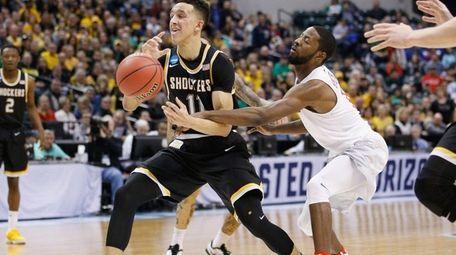 Dayton's Scoochie Smith, right, fouls Landry Shamet of