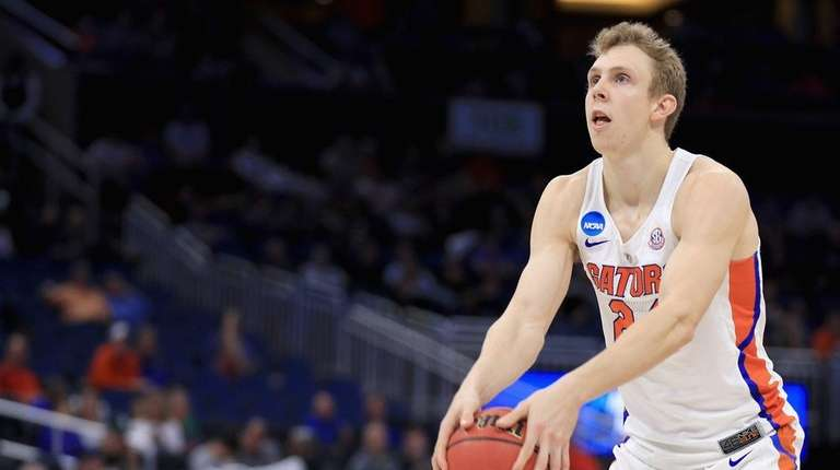 Canyon Barry of the Florida Gators shoots a