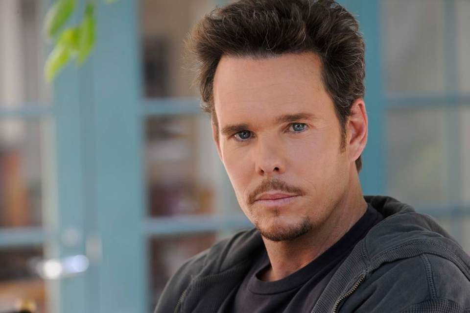 Kevin Dillon plays Johnny Drama on Season 6