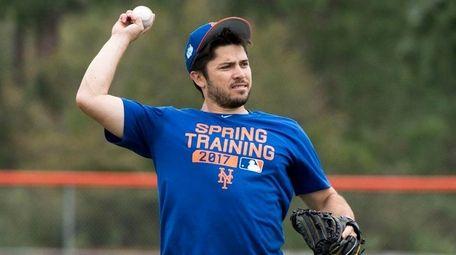 Mets catcher Travis d'Arnaud throws during a