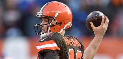 Cleveland Browns quarterback Josh McCown passes in the