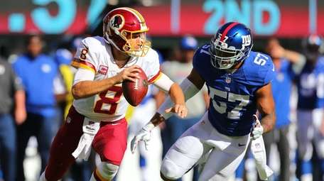 Giants linebacker Keenan Robinson pursues Kirk Cousins of