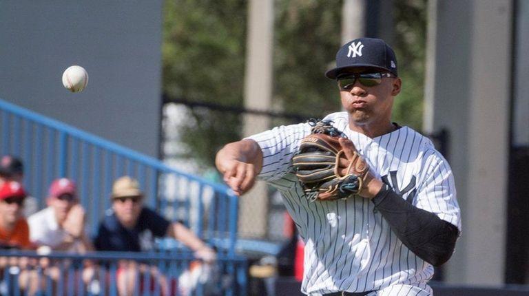 New York Yankees' Gleyber Torres throwing to first