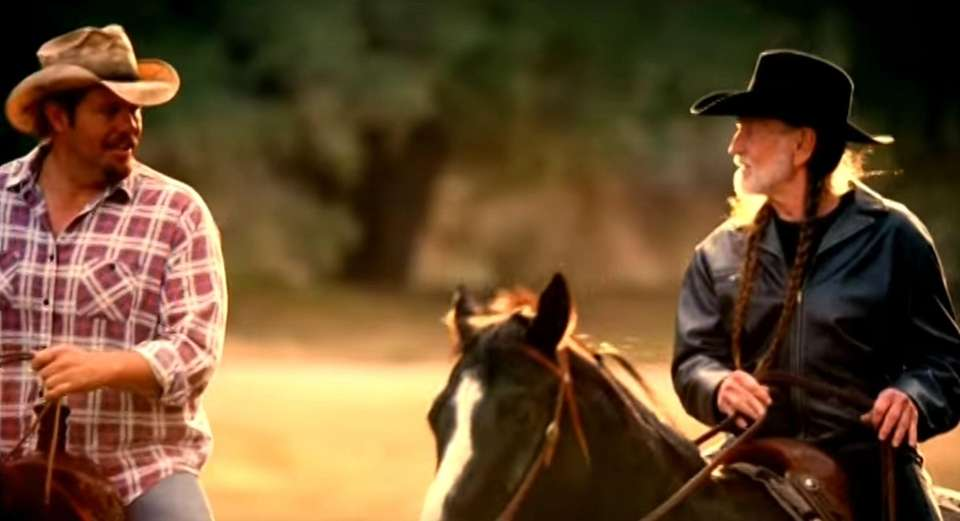 Willie Nelson joined Toby Keith on