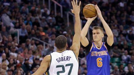 New York Knicks forward Kristaps Porzingis (6) shoots