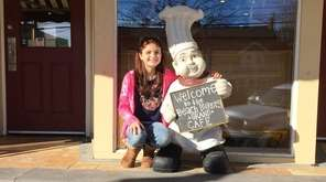 Kidsday reporter Chloe Sword sits outside Beach Bakery