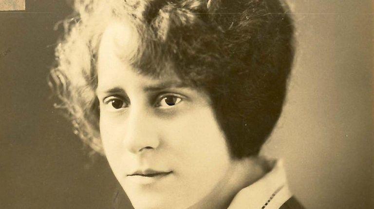 Olive Tjadenn a 1925 photograph.