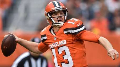 Cleveland Browns quarterback Josh McCown throws in the
