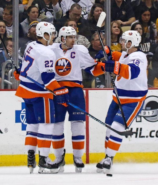 New York Islanders' Anders Lee (27) celebrates his