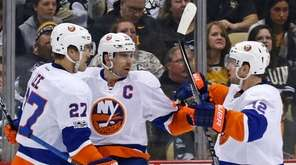 New York Islanders' Anders Lee (27) celebrates his