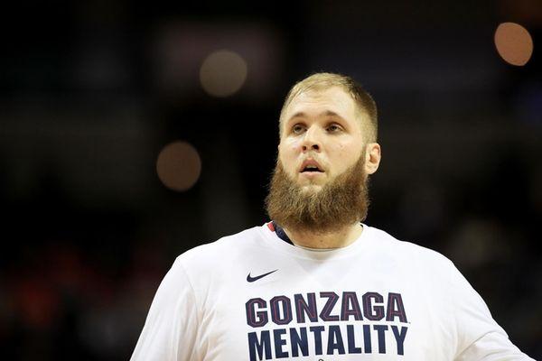 Przemek Karnowski #24 of the Gonzaga Bulldogs prepares