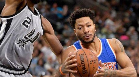 New York Knicks guard Derrick Rose (25) attempts