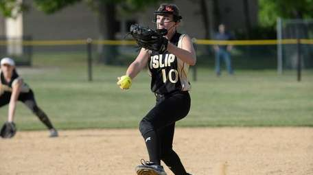 Islip's Maddie Fedderson delivers to the plate during