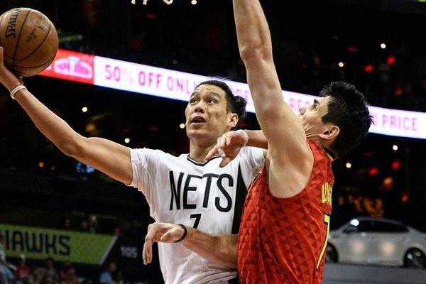 Brooklyn Nets guard Jeremy Lin, left, shoots as