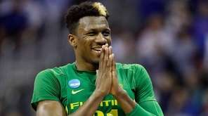 Dylan Ennis of the Oregon Ducks against the