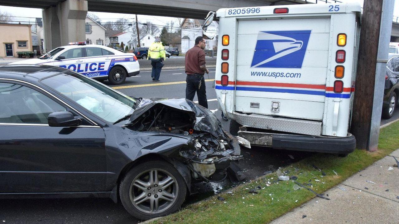 police driver hurt in crash with mail truck in lindenhurst newsday. Black Bedroom Furniture Sets. Home Design Ideas