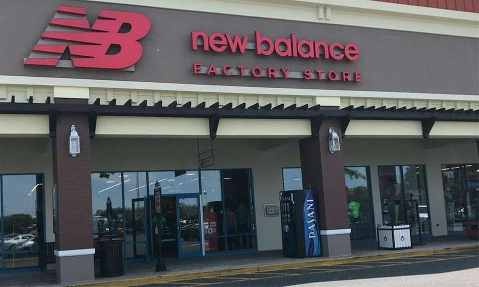 A New Balance Factory Store opened at Tanger