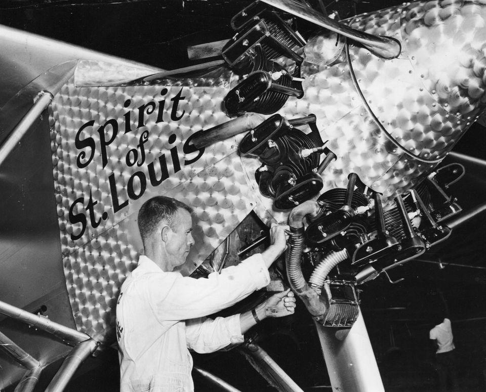Carroll Wright, a mechanic from Mantz Air Service,
