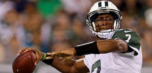 New York Jets quarterback Geno Smith (7) passesduring