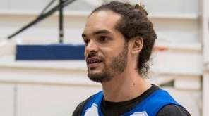 Knicks' Joakim Noah practices for the first time