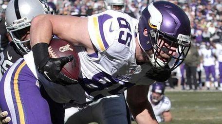 Minnesota Vikings tight end Rhett Ellison scores on