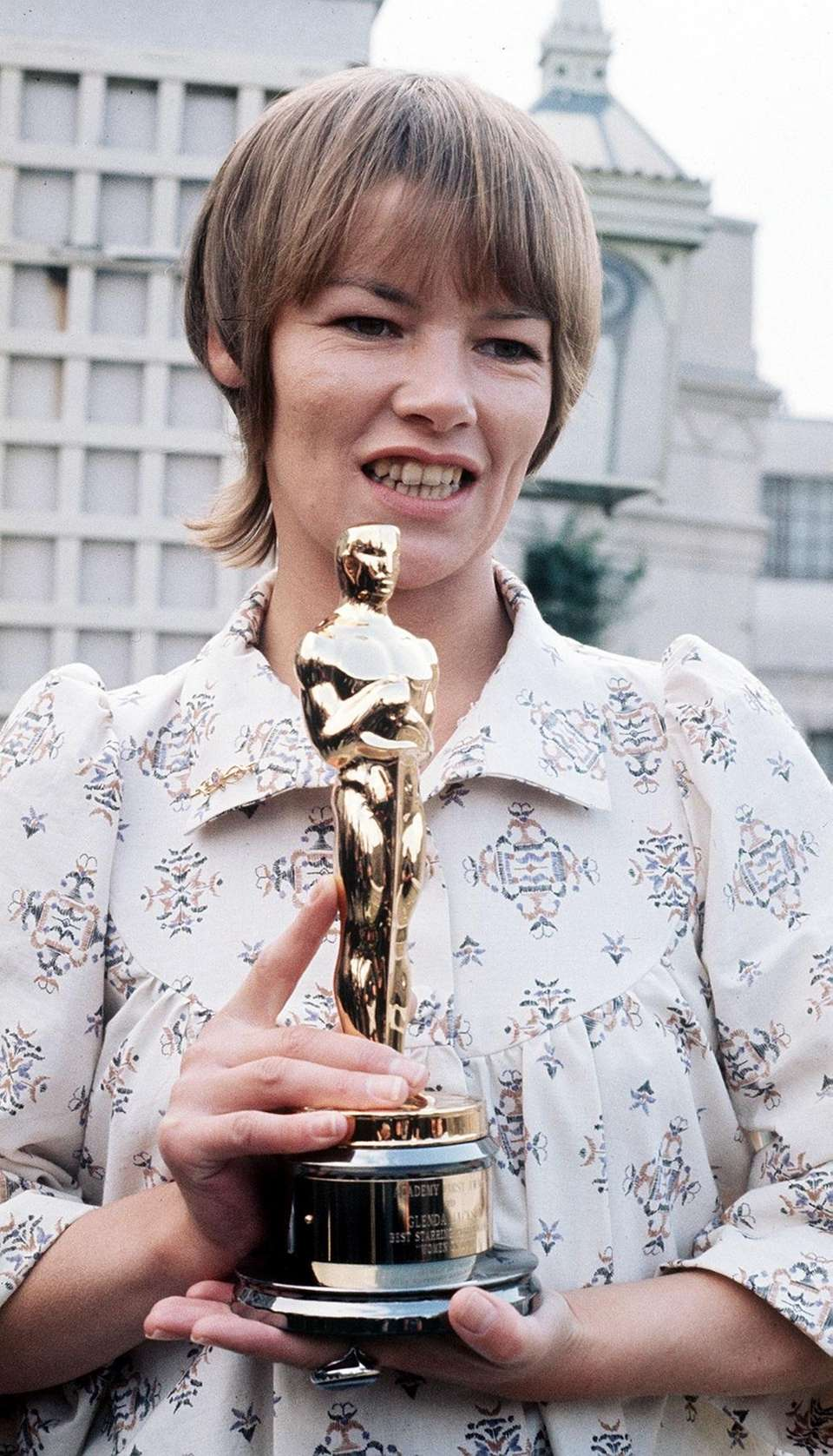 Actor Glenda Jackson, holding her Academy Award for