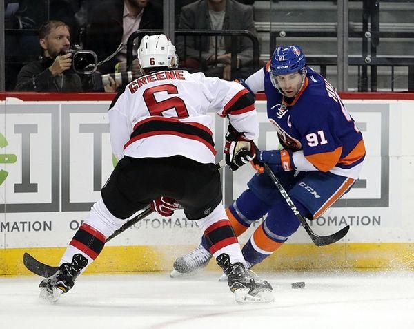 New York Islanders center John Tavares (91) moves