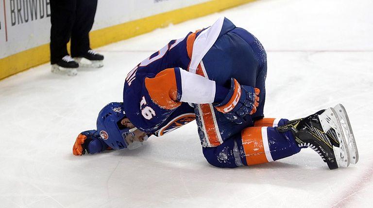 New York Islanders center John Tavares (91) hold