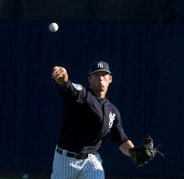 New York Yankeespitcher James Kaprielian warmsup his arm