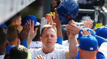 Mets rightfielder Jay Bruce high-fives teammates in the