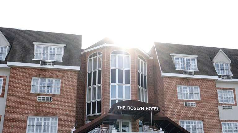 The Roslyn Hotel At 1221 Old Northern Blvd