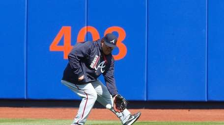 Braves starting pitcher Bartolo Colon in the outfield