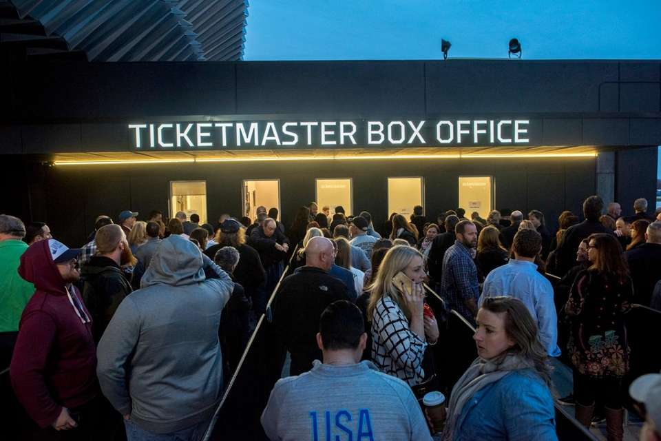 Concertgoers flood the box office for last minute