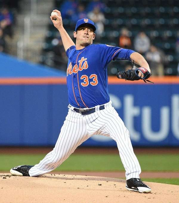 New York Mets' Matt Harvey delivers a pitch